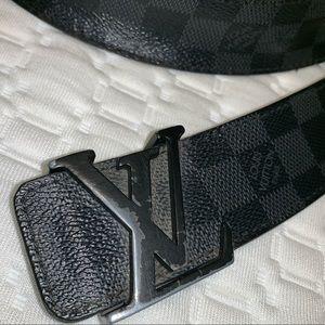 Louis Vuitton Men Belt. Fits size 34.